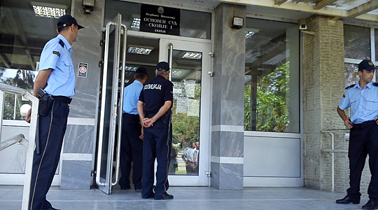 Shkup, i dënuari arratiset nga dritarja e gjykatës