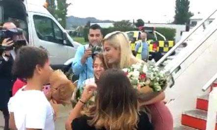 Bebe Rexha mbërrin në Tiranë