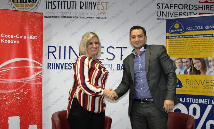 'Coca-Cola HBC Kosova' dhe Kolegji 'RIINVEST' nënshkruan marrëveshje bashkëpunimi