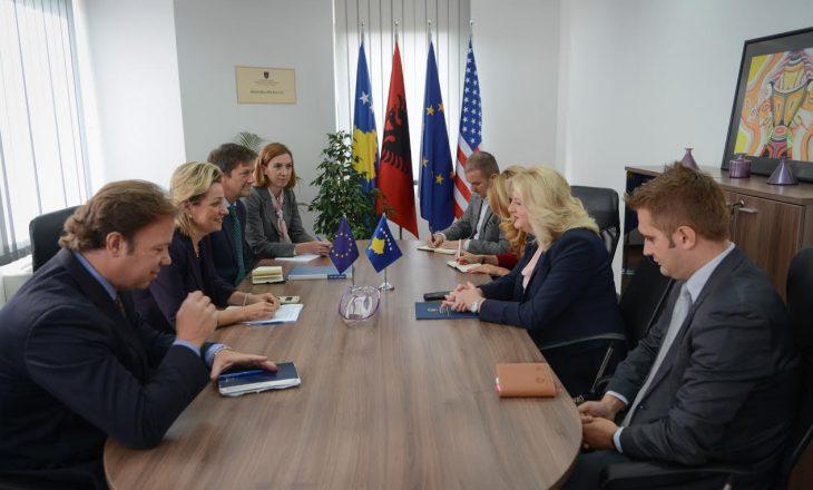Apostolova kërkon përfshirjen e opozitës në dialogun me Serbinë