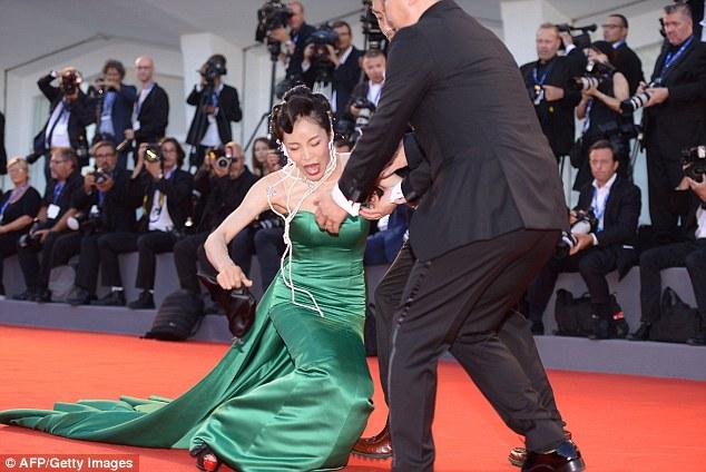 """Aktorja Moon So-ri """"tradhtohet"""" nga fustani në Venecia"""