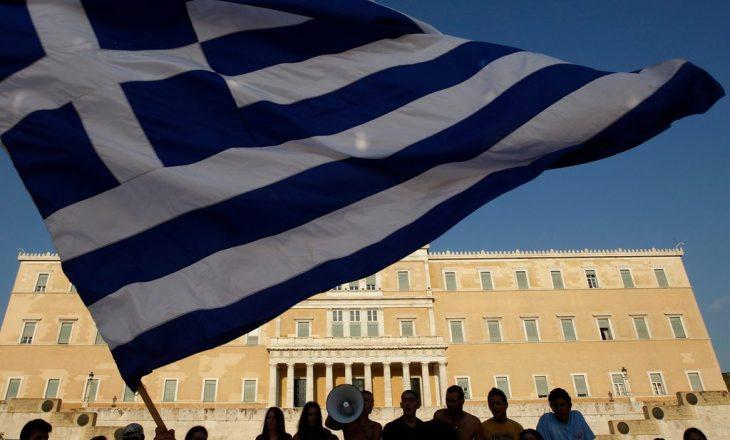 Dënohen grekët që shtireshin si të verbër për të marrë pension shtetëror