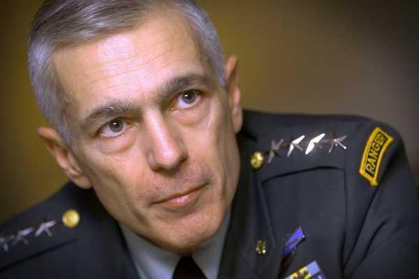 """Plani """"sekret"""" i gjeneralit Clark për thëngjillin e Kosovës"""