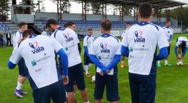 FIFA jep dritën e gjelbër për dy futbollistë të Kosovës