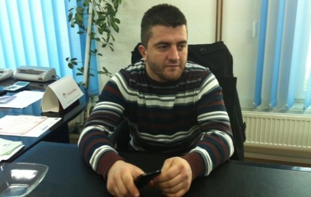 Asambleisti serb që sfidon Komunën e Gjilanit