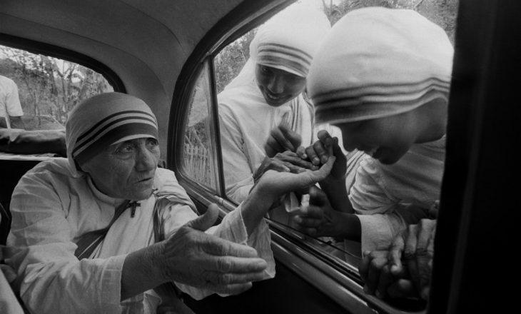 Një koleksion i rrallë me foto të Nënë Terezës