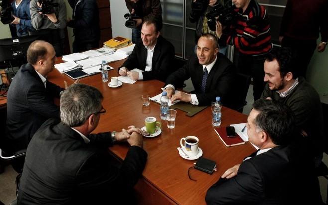 Opozita e ndarë rreth ftesës së kryeministrit për dialog
