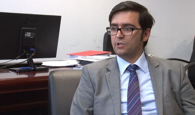 """Këshilltari i kryeministrit: VV ka vendosur standart të """"protestës"""" para shtëpive të liderëve"""