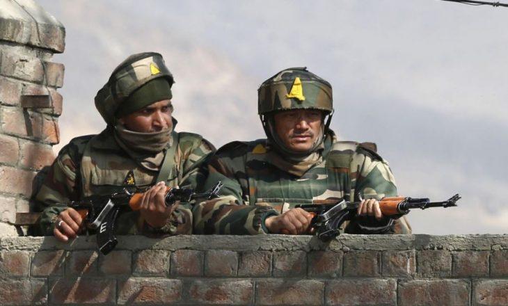 Indi: Sulm në një kamp ushtarak, 17 të vrarë