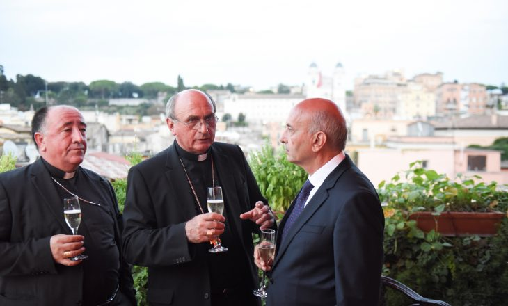 Kryeministri Mustafa kërkon mbështetje nga Vatikani