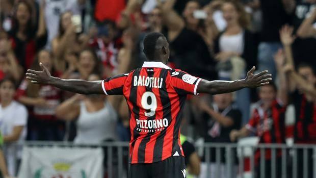 Balotelli shënon dy gola në debutim [video]
