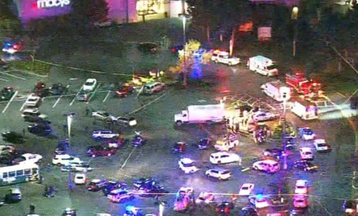 Vriten katër gra në një qendër tregtare në Amerikë