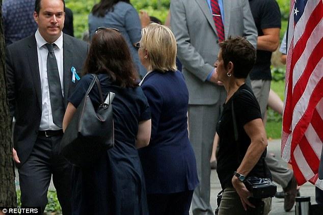 Hillary Clinton i bie të fikët gjatë përkujtimit të 11 shtatorit