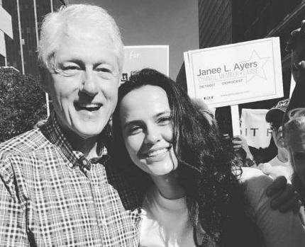 Bill Clinton entuziazmohet nga shqiptarja kandidate për Kongresin amerikan