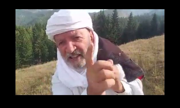 """Çun Lajçi """"kërcënon"""" me poezi Murat Mehën"""