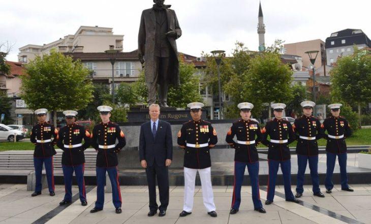 Delawie fotografi me marinsat para Bustit të Rugovës