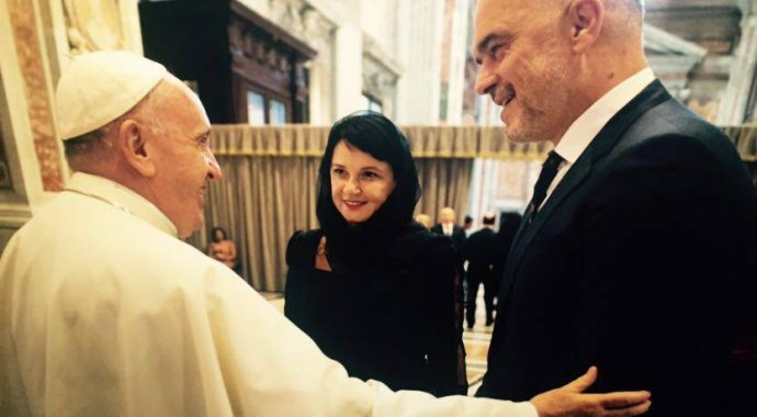 Edi Rama takon Papa Françeskun