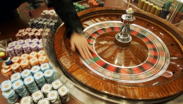 Punëtori në bashkëpunim me shokun e tij grabisin kazinon në Shtime