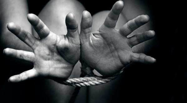 Arrestohen tre persona të dyshuar për trafikim me njerëz