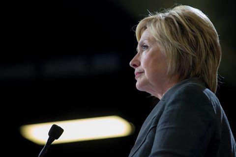 Clinton anulon udhëtimin e parë pas diagonistifikimit me pneumoni