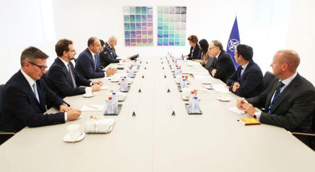 Hoxhaj thotë se në fund të vitit formalizohet raporti i ri Kosovë-NATO
