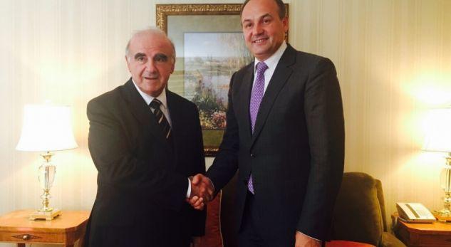 """Hoxhaj takohet me """"miqtë"""" e Kosovës, kërkon përkrahjen e tyre"""