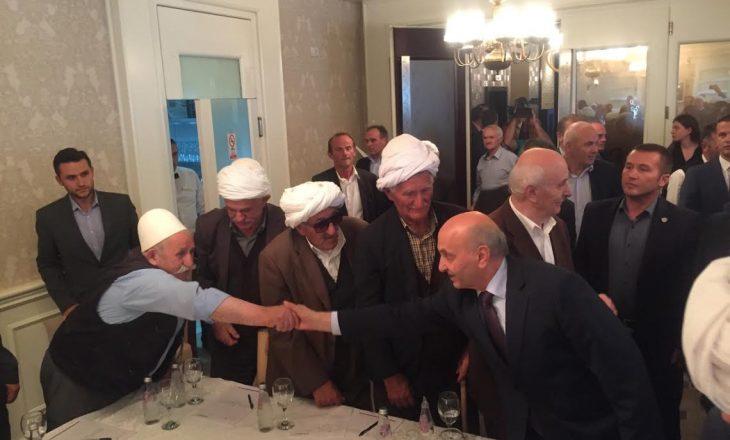 Kryeministri përballet me rugovasit – akuzohet për falje territori