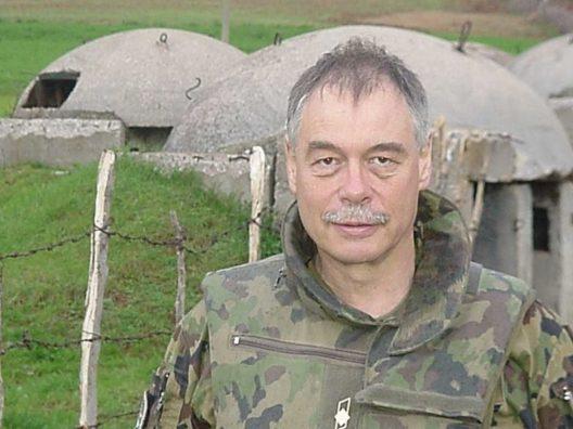 """Gazetari zviceran, në gjyq me ish oficerin i cili e akuzon për """"krime lufte"""" në Kosovë"""