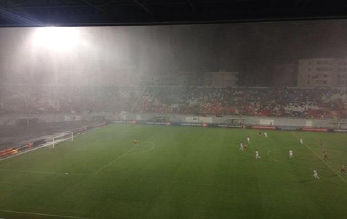 Ndërpritet ndeshja Shqipëri – Maqedoni