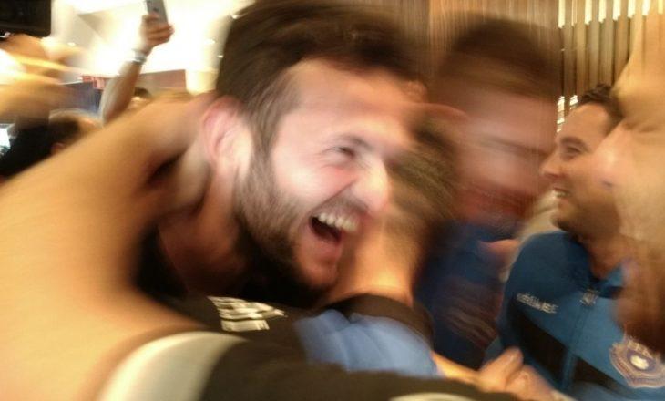Festë në hotelin e përfaqësueses pas vendimit të FIFA-s