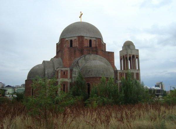 Kosova ndanë miliona për kishat ortodokse serbe