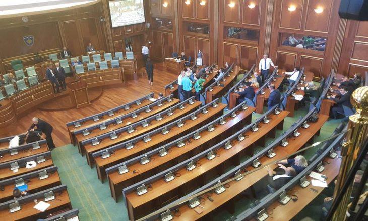 Në mungesë të korumit Kuvendi detyrohet të shkojë në pauzë