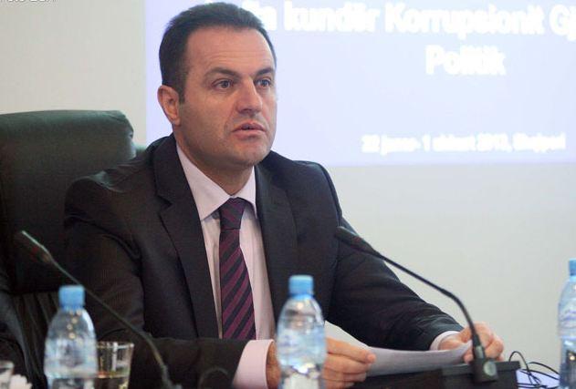 Kryeprokurori i Shqipërisë largon familjen nga vendi pas kërcënimeve