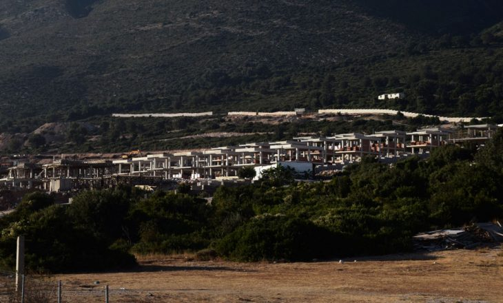 Qeveria shqiptare jep leje për resorte turistike në prona të grabitura