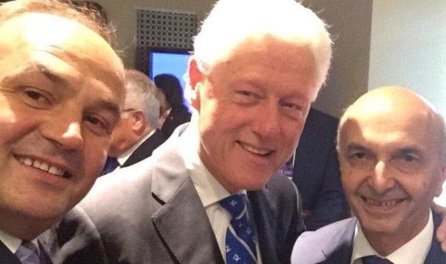 Mustafa e Hoxhaj e takojnë ish-presidentin Clinton