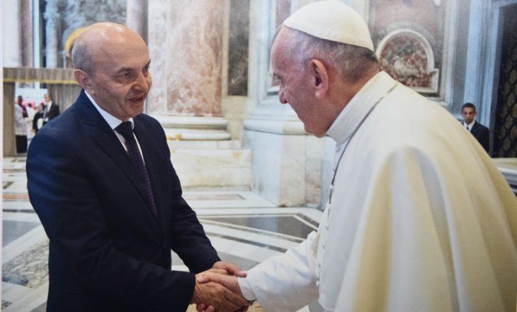 Kryeministri takon Papën, nuk flasin asgjë rreth njohjës së Kosovës nga Vatikani