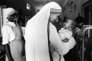 INDIA - CIRCA 1981: Mother Teresa in Calcutta, India in 1981. (Photo by Francois LE DIASCORN/Gamma-Rapho via Getty Images)