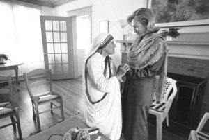 WASHINGTON, UNITED STATES: In this 19 June 1995 file photo released by the White House, First Lady Hillary Rodham Clinton meets with Mother Teresa at the opening of the Mother Teresa Home for Infant Children 19 June 1995 in Washington. The White House announced 08 September that Hillary Clinton will attend the funeral for Mother Teresa who died 05 September. AFP PHOTO/THE WHITE HOUSE (B/W ONLY) (Photo credit should read AFP/AFP/Getty Images)