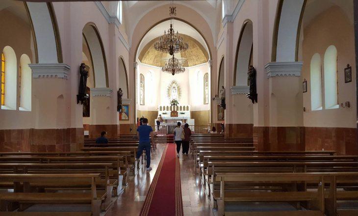 Prifti i Kishës së Nënës Terezë: Zoti shenjtëroi shqiptarët me Nënën Terezë