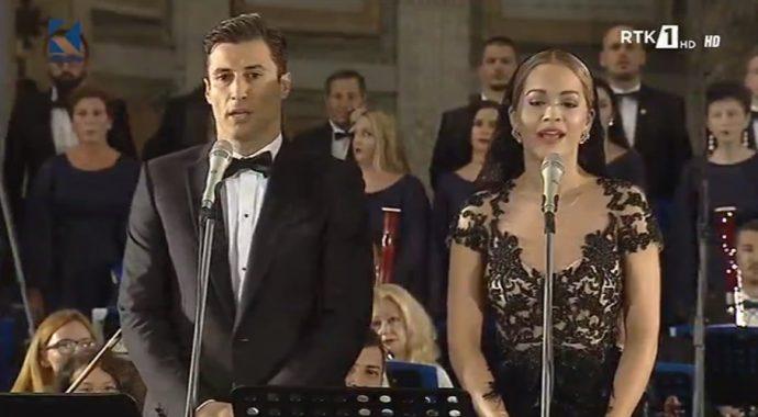 Rita Ora e hap në gjuhën shqipe koncertin për Nënën Terezë