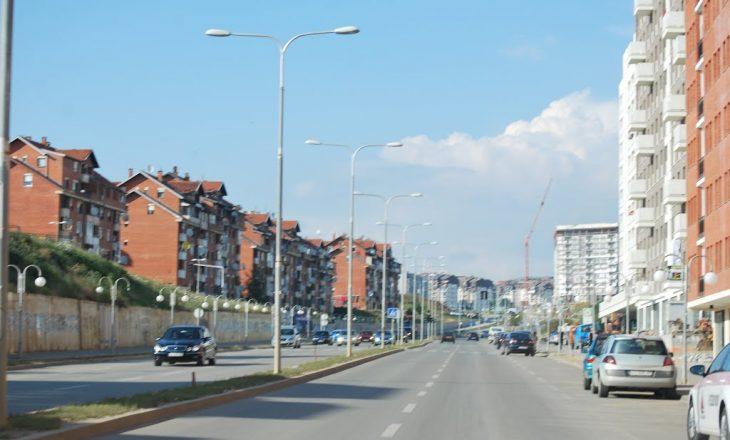 """Një person bie nga ndërtesa në lagjen """"Mati 1″ në Prishtinë"""