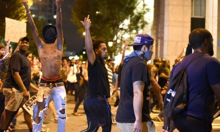 Policia në Sharlotë e ka publikuar videon e qitjes fatale me armë