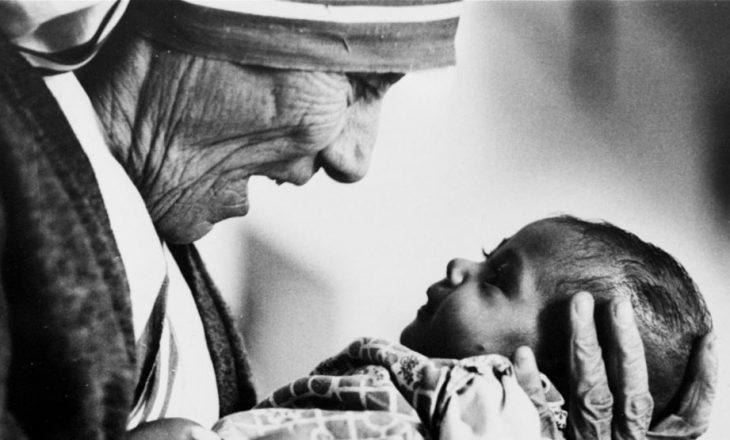 Shenjtërimi i Nënë Terezës, cilat janë dy mrekullitë e saj?