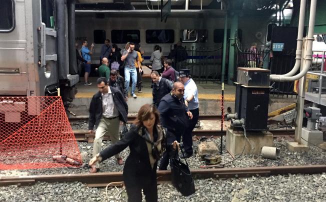 Përplasja e trenit në New York me pasoja në njerëz