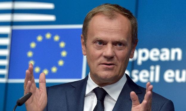 Tusk kërkon mbylljen e rrugëve ballkanike për migrantët