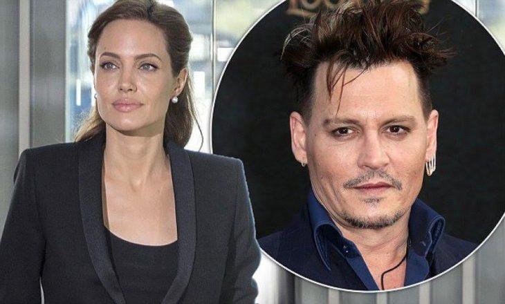Angelina Jolie mbështetet tek Johny Deep