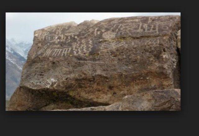 Mesazhi që fshehin vizatimet në gurë