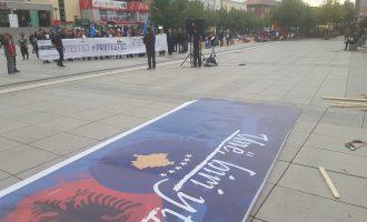 Marshimi kundër korrupsionit në ditën e futbollit