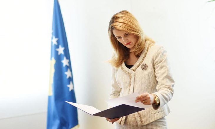 """Ministrja e Drejtësisë dënon """"linçimin publik"""" që Xhavit Drenori i bëri Imer Bekës"""
