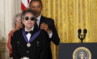 Obama uron Dylanin për Nobelin për Letërsi